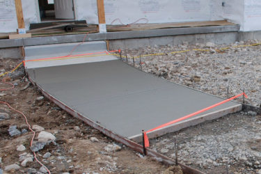 Как залить дорожку с бетона своими руками?
