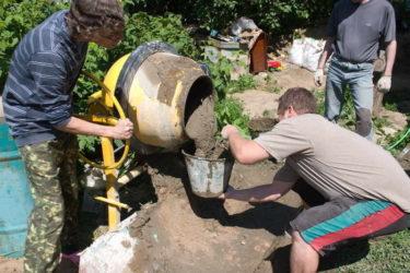 Бетон мешать бетонная смесь для столбов забора