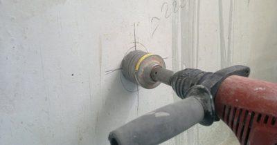 Чем сделать отверстие в бетоне под розетку?