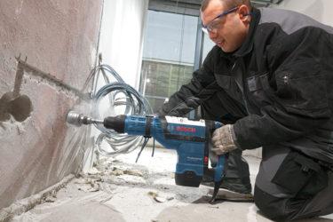 Как долбить бетон перфоратором?