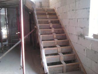 Как залить лестницу из бетона в подвал?