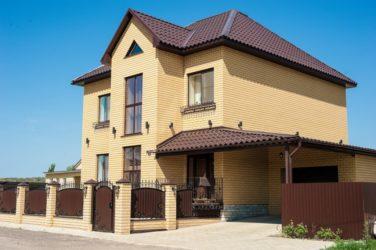 Облицовка дома кирпичом желтый и коричневый
