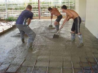 Ровняет бетон дом из цементного раствора с
