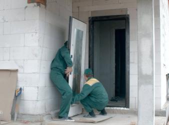 Монтаж входной двери в газобетонном доме