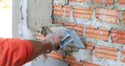 Как заштукатурить кирпичную стену цементным раствором что такое мелкозернистые бетонные смеси